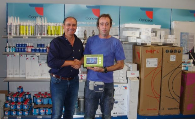 Entrega de tablets a clientes